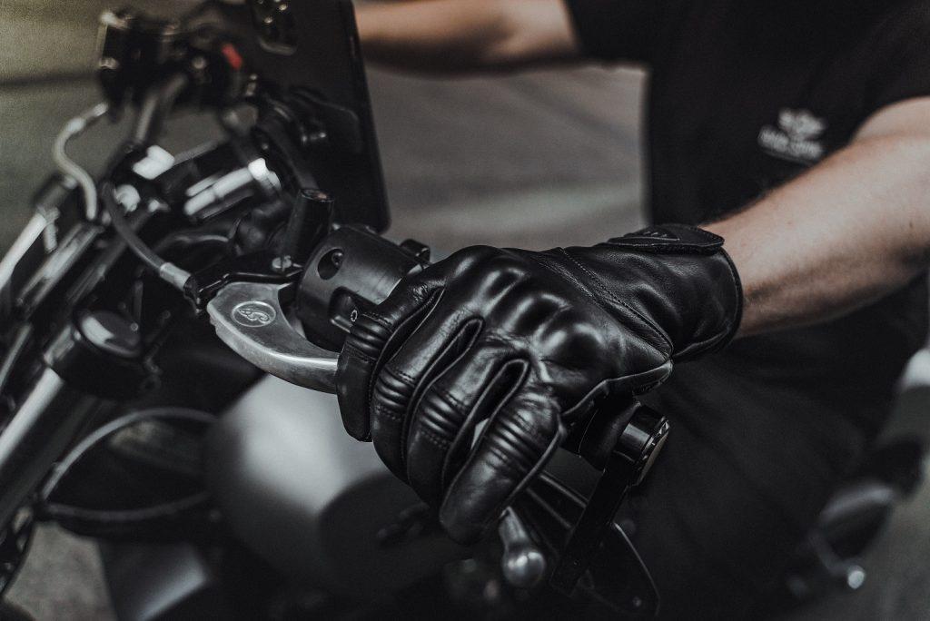 Liberta-Moto-Cobra-Black-Lifestyle