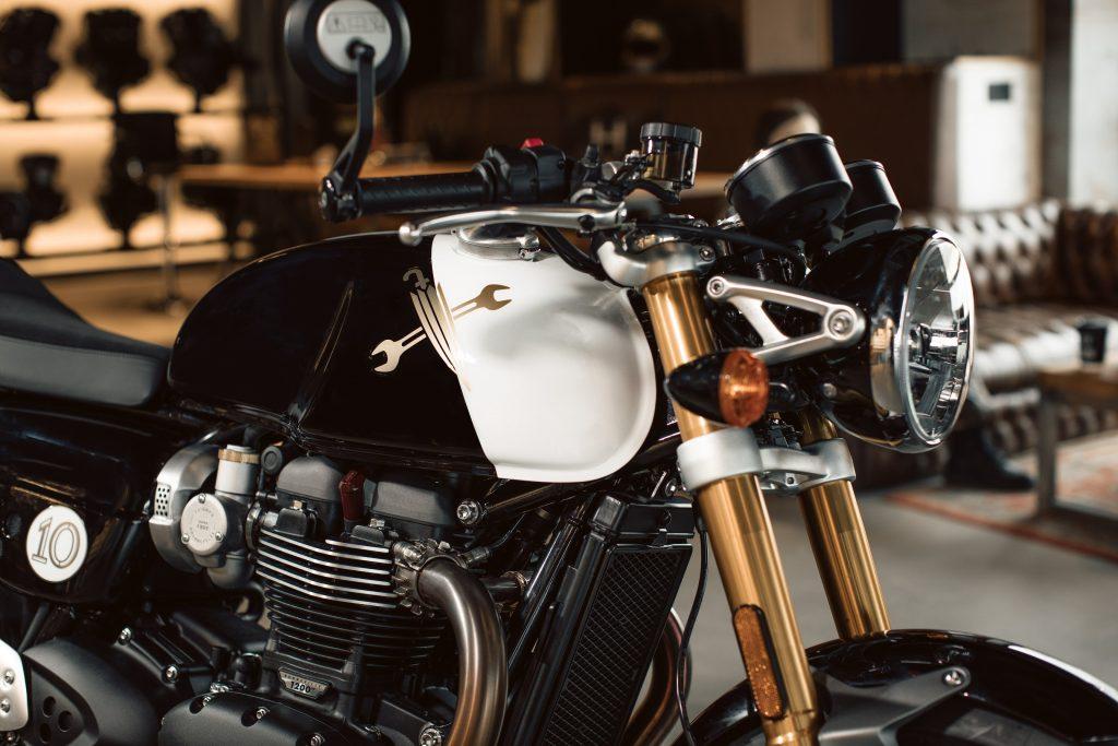 DGR x Triumph Thruxton RS Front